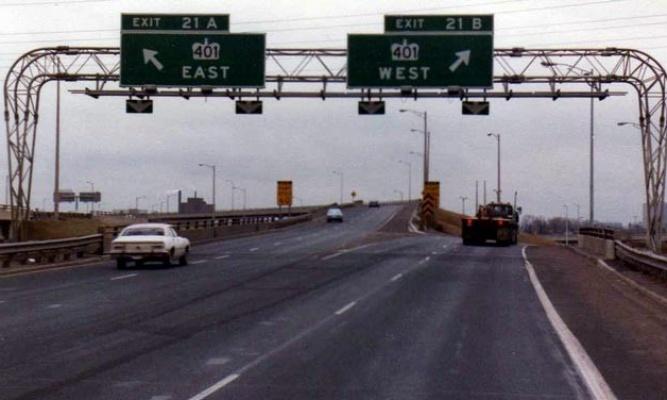 Foto e autostrades 401, Toronto, Dhjetor 1982, Burimi: Ontario Ministry of Transportation  -  © Queen's Printer for Ontario, 2011